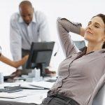 ممارسة اليوجا في مكان العمل قد تخفف الضغوط عن الموظفين