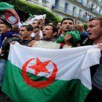 للتأكيد على خيار الشعب.. الجزائر تضبط عقارب الساعة على يوم الجمعة