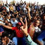 السودان.. هل ينجح البرهان وحميدتي في تهدئة الاحتجاجات؟