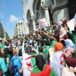 رغم توالي استقالات رموز بوتفليقة.. استمرار غضب الشارع الجزائري