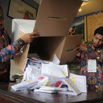 نتائج غير رسمية تشير إلى فوز الرئيس الإندونيسي بولاية ثانية