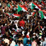 السودان.. المجلس العسكري يتعهد بنقل السلطة والمعارضة تعلق المفاوضات