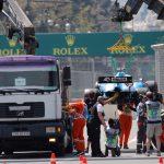 غطاء بالوعة يحطم سيارة في تجارب سباق باكو