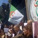 وقفة احتجاجية لصحفيي التليفزيون الجزائري وطلاب جامعة بن يوسف يتظاهرون