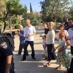 مستوطنون يقتحمون باحات الأقصى بقيادة متطرف يهودي
