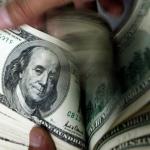 الدولار يرتفع بفعل تصاعد التوتر بين أمريكا والصين