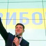 ممثل كوميدي يقترب من رئاسة أوكرانيا