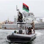 البحرية الليبية تعلن ضبط 161 مهاجراً في البحر شرق طرابلس