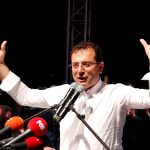الفنانون الأتراك يتحدون أردوغان.. ويدعمون رئيس بلدية إسطنبول المعزول