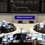 أسهم أوروبا تتراجع بفعل بيانات اقتصادية ضعيفة وقيود السفر
