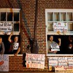 مادورو يندّد بـ«انتهاك حرمة» السفارة الفنزويلية في واشنطن