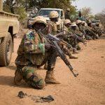 النيجر تعلن مقتل 17 جنديا قرب الحدود مع مالي