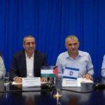 مسؤول فلسطيني يكشف تفاصيل لقائه بوزير إسرائيلي لبحث أموال المقاصة