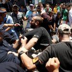 المحتجون بالجزائر يقتحمون مقر هيئة الحوار والوساطة