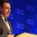 إيران تسلم لبنان رجل الأعمال المعتقل نزار زكا