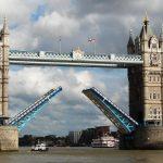 جسر «تاور بريدج» في لندن يحتفل بمرور 125 عاما على تدشينه