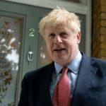 جونسون يتعهد بدعم الدبلوماسيين بعد استقالة سفير لندن بواشنطن