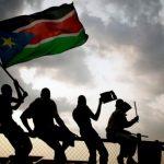 السودان.. توقيف عسكريين وإبعاد متمردين وانقطاع الإنترنت
