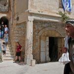 الضفة الغربية.. مستوطنون يستولون على محل تجاري بمدينة الخليل