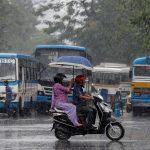 مومباي تعاني من هطول أمطار موسمية غزيرة
