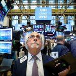 بورصة وول ستريت تقفز مع استئناف أنشطة الأعمال في بعض الولايات الأمريكية