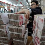 اليوان الصيني يقود مكاسب عملات السلع الأولية