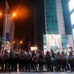 شرطة هونج كونج تعتقل 6 خلال احتجاجات ضخمة