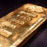 استقرار الذهب قرب ذروة 8 أعوام مع تزايد الإصابات بكورونا