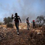 إصابة عشرات الفلسطينيين خلال مواجهات مع الاحتلال في نابلس