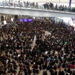 إلقاء قنابل حارقة في مترو هونج كونج.. والمحتجون يرفضون حظر الأقنعة