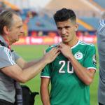 يوسف عطال لاعب الجزائر يغيب حتى نهاية كأس الأمم بسبب إصابة بالكتف