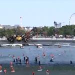 العشرات يجدفون لدعم رجال الإنقاذ البحريين في باريس