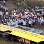 مقتل 33 شخصا بعد سقوط حافلة في واد بكشمير الهندية