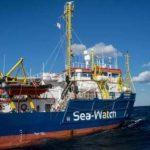 التحقيق مع قبطان سفينة بزعم مساعدتها في أعمال الهجرة غير الشرعية