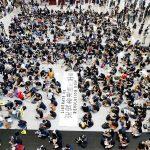 صور| المتظاهرون يملأون صالة الوصول بمطار هونج كونج