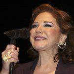 ميادة الحناوي تسقط على المسرح في تونس وتستكمل الحفل جالسة