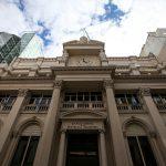 البنك المركزي الأرجنتيني يتدخل في سوق الصرف لدعم العملة المحلية