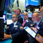بورصة وول تهبط بفعل موجة مبيعات وسط مخاوف جيوسياسية