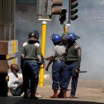 صور| مواجهات عنيفة بين الشرطة والمتظاهرين في زيمبابوي