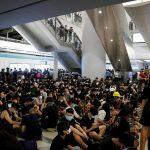 اعتصام مئات المتظاهرين بمحطة قطارات في هونج كونج