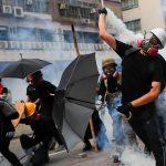 صور  اشتباكات بين الشرطة والمتظاهرين في هونج كونج