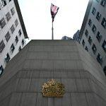 بريطانيا تبدي قلقا بالغا إزاء تقارير عن توقيف الصين موظفا بقنصليتها في هونغ كونغ
