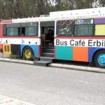 كوفي باص.. شاهد كيف تحول أتوبيس قديم إلى مقهى شبابي في أربيل