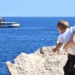منظمة خيرية ترفض عرضًا إسبانيًا بإنزال مهاجرين عالقين على متن سفينة