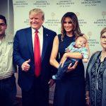 ترامب واليتيم.. صورة تثير سخطا واسعا ضد الرئيس الأمريكي