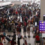 إعادة فتح مطار هونج كونج وإلغاء أكثر من 200 رحلة