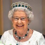 ملكة بريطانيا تعد حلوى عيد الميلاد بعد عام صعب