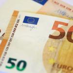 اليورو يربح مع تعثر الدولار بفعل مخاوف اقتصادية