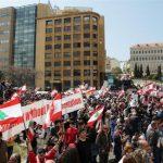 مئات المتظاهرين في بيروت احتجاجا على الأزمة الاقتصادية