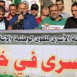 استمرار تعليق اعتصام أهالى الأسرى في مقر الصليب الأحمر بغزة